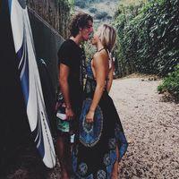 Пара путешествует по миру и доказывает, что сказочная жизнь и отношения существуют на самом деле