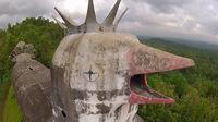 Заброшенная церковь в форме огромной кудахчущей курицы в Индонезии