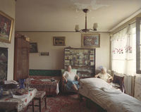Румынский фотограф показал 10 разных жизней людей в 10 одинаковых квартирах