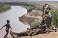 22 драматических снимка о племенах, которые мы убиваем своими путешествиями