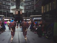 Балерины на улицах Гонконга: знаменитый фотопроект покоряет Азию