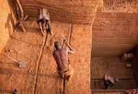 Особенности необычной национальной работы: кирпичный карьер в Буркина-Фасо
