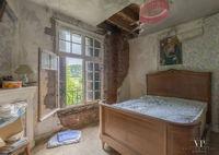 23 загадочных фото из заброшенного дома во французской глубинке