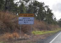В Австралии установили необычные дорожные знаки, чтобы водители не засыпали в пути