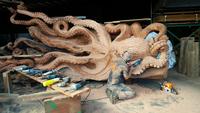 Американский художник превратил гигантское упавшее дерево в потрясающую скульптуру