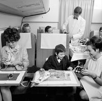 Как выглядел бизнес-класс швейцарской авиакомпании в 60-е
