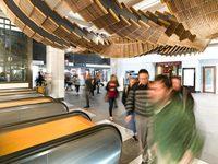 В сиднейском метро архитектор создал потрясающую инсталляцию из старого эскалатора