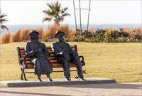 Они тоже любят сидеть на набережной Нетании
