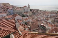 Вид на крыши Лиссабона, март