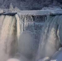 Феноменальный холод в Канаде заставил Ниагару застыть и превратил страну в Нарнию
