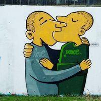 12 примеров того, как на улицах Берлина борются с изображением свастики
