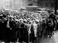 Великая депрессия в США: почему фермеры выкидывали продукты на глазах у голодавших