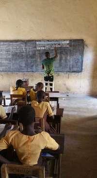 Как в Гане преподают информатику: Microsoft Word нарисованный на доске мелом