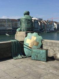 Я и статуя смотрим на Рейн