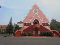 Католическая церковь в центре Далата