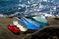 Стеклянный пляж в России: как природа превращает человеческий мусор в шедевр