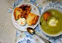 Суп из спаржи с яйцом и тосты