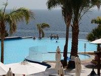 Бассейн с открытой перспективой в отеле Шарм Эль Шейха