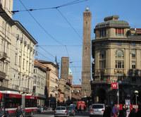 Болонья: башни Гаризенда и Азинелли