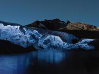 Захватывающая красота ледников, снятых дронами в ночное время