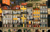 Порту: вот такие веселые домики я нашла в старом городе!