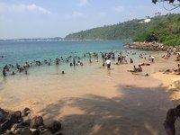 Май на пляже Jungle, Унаватуна