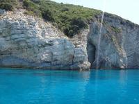 Кристально чистое Ионическое море у острова Корфу
