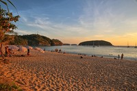 Закат на пляже Най Харн