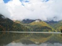 Густой туман на горах Абхазии в октябре
