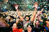 Миллионер заплатит 400 тысяч за компанию на музыкальных фестивалях